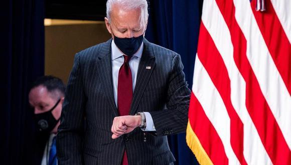 Joe Biden ordena banderas a media asta para marcar el medio millón de muertos por coronavirus en Estados Unidos. (EFE/EPA/JIM LO SCALZO).