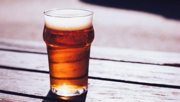 La cerveza se puede servir en un vaso o copa de cuerpo ancho, pero siempre debe estar ligeramente refrigerado. (Foto: PublicDomainArchive / Pixabay)