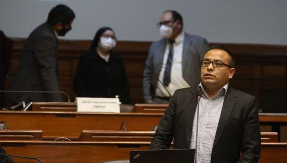 El parlamentario participó como accesitario en la sesión de la Comisión de Economía. La jornada del sábado duró más de diez horas hasta la votación de un dictamen. (Foto: Congreso)