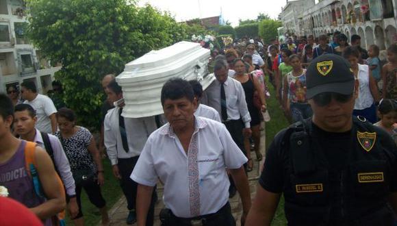 Pucallpa: entierran a niña electrocutada entre escenas de dolor