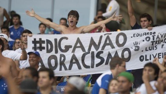 Club de Brasil desciende por insultos racistas de sus hinchas