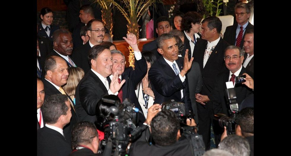 El apretón de manos de Obama y Castro que inicia una nueva era - 7