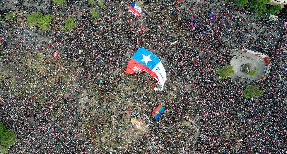 Imagen panorámica de Santiago de Chile con histórica protesta. (Foto: AFP)