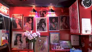 Fans y amigos de Amy Winehouse le rinden homenaje en Londres a 10 años de su muerte