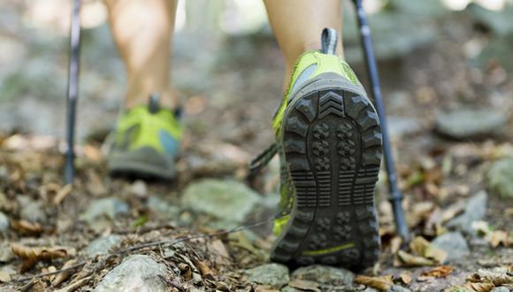 Bastones de trail (en caso no tengas mucha seguridad en las alturas).