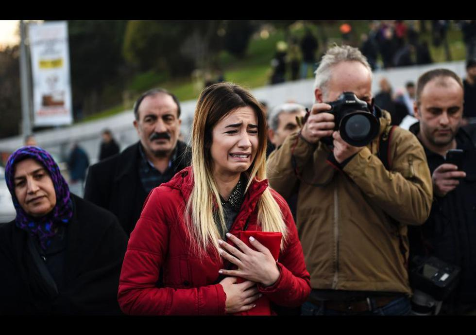 El dolor invade los funerales de víctimas de ataque en Estambul - 1