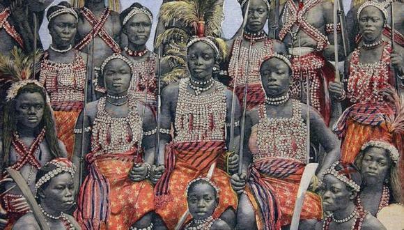 Las amazonas, un grupo de mujeres guerreras del Reino de Damohey, fueron conocidas por su fuerza y su valentía.