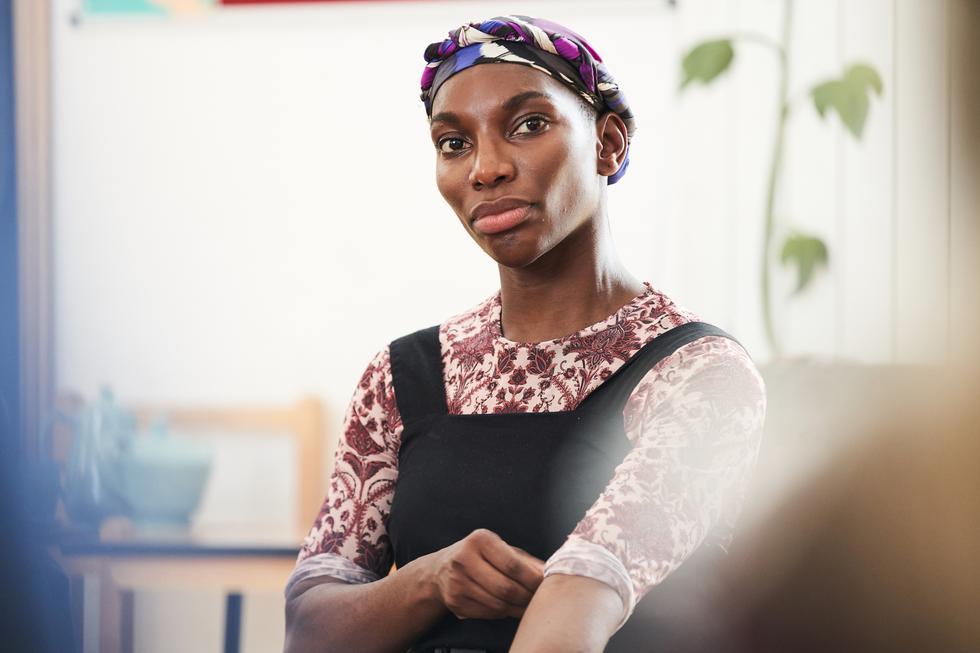 """Michaela-Moses Ewuraba O Boakye-Collinson, más conocida como Michaela Coel, es una actriz británica que ha tomado notoriedad por su papel de Arabella Essiedu en la serie """"I May Destroy You"""".  (Foto: HBO Max)"""