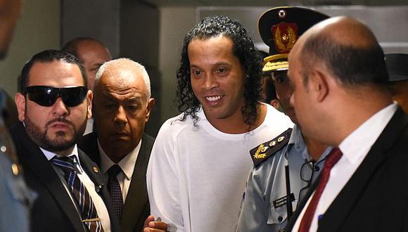 Ronaldinho está preso en Paraguay por supuesto uso de documentos falsos. (Foto: AFP)