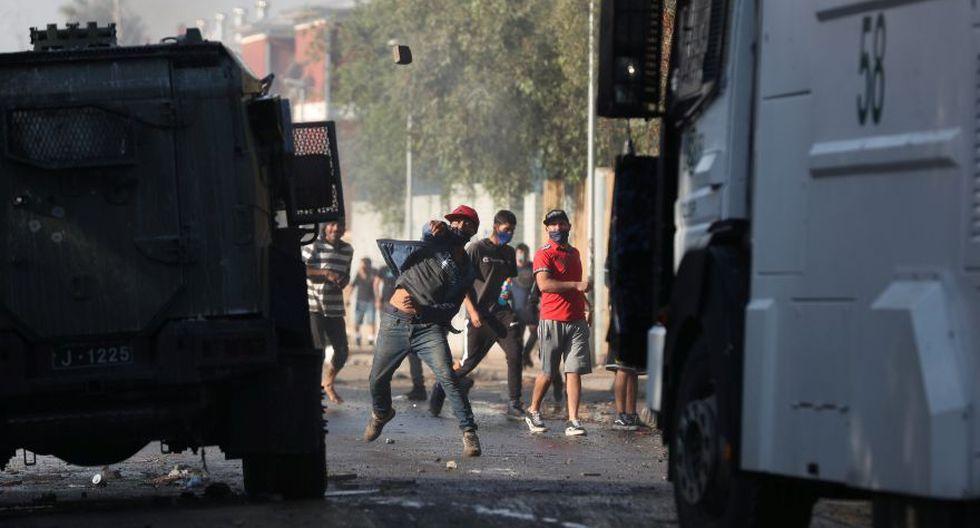 """Durante el enfrentamiento un policía """"resultó herido a bala en el brazo izquierdo"""", pero se encuentra fuera de peligro, indicó Carabineros (policía uniformada) en su cuenta de Twitter.  (Foto: REUTERS / Ivan Alvarado)."""