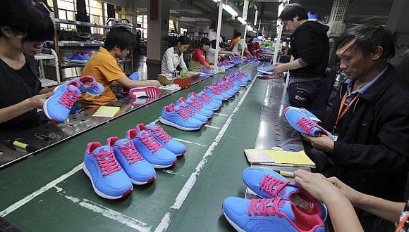 Industria china cae por sexto mes y favorece alza del oro