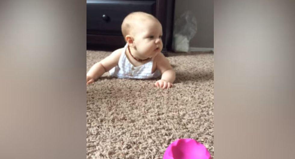 Fallon estaba echada en la alfombra, mientras su mamá le hablaba con la esperanza de que se moviera. (YouTube: ViralHog)
