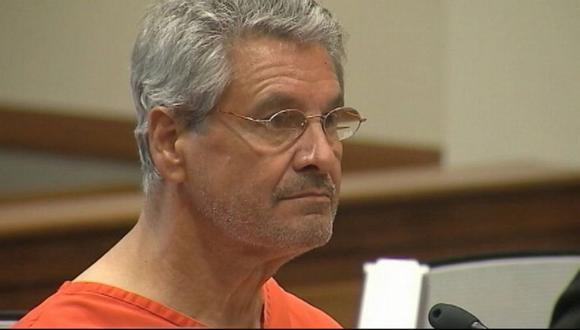 EE.UU.: El médico acusado de matar con cianuro a su esposa
