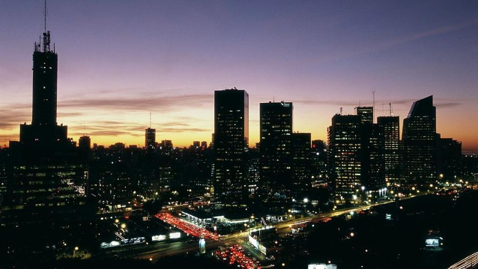 Vista nocturna en el barrio Retiro. (Foto: Ente de turismo de BA)