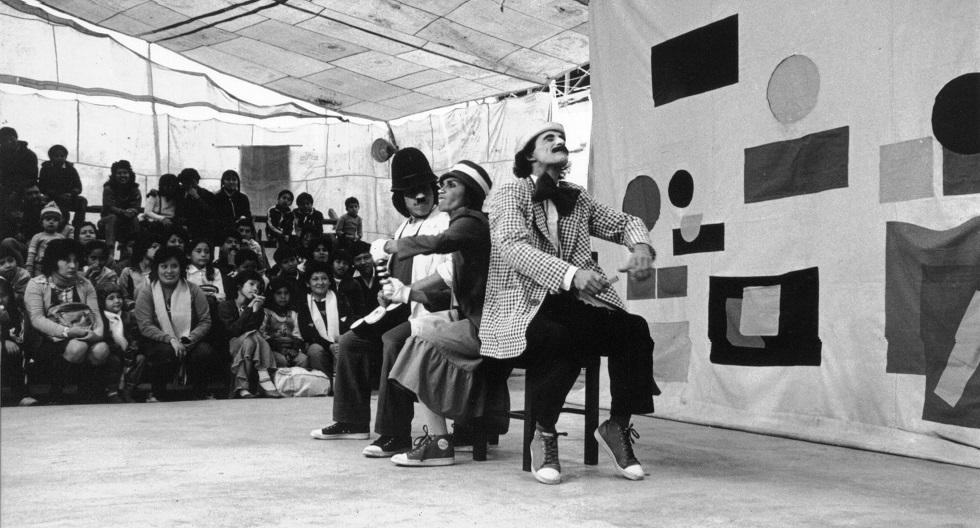 Un grupo de jóvenes artistas, liderados por Fernando Zevallos, iniciaron la aventura de La Tarumba en 1984 con la convicción de la influencia del arte en los procesos de desarrollo de una sociedad.  (Foto: Archivo La Tarumba)