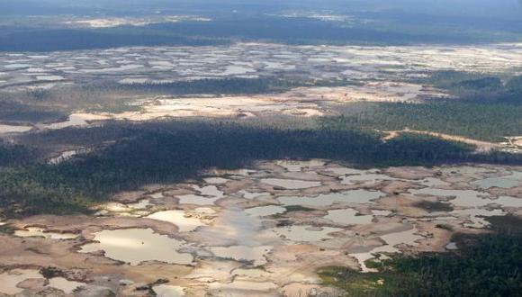 Así luce desde el aire la zona conocida como La Pampa, que en la última década ha concentrado la actividad de la minería ilegal. Hasta hace unos pocos días aquí habia unos 6 mil mineroS (Foto: Alonso Chero)