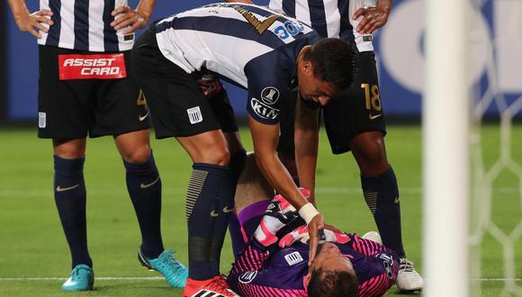 El portero de Alianza Lima Leao Butrón tuvo que ser sustituido en el primer tiempo ante Boca Juniors por la Copa Libertadores y explicó lo sucedido. (Foto: EFE)