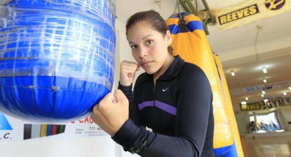 Boxeadora Linda Lecca denunció que le cambiaron los guantes en la lucha del pasado 19 de mayo. Su empresario Jorge Bartra responde a acusaciones. (Foto: Archivo)