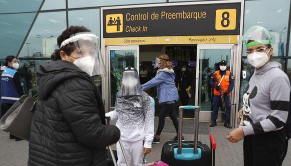 Gobierno anuncia que peruanos y ciudadanos que estuvieron en Reino Unido deberán hacer cuarentena dos semanas (Foto: EFE/ Paolo Aguilar)