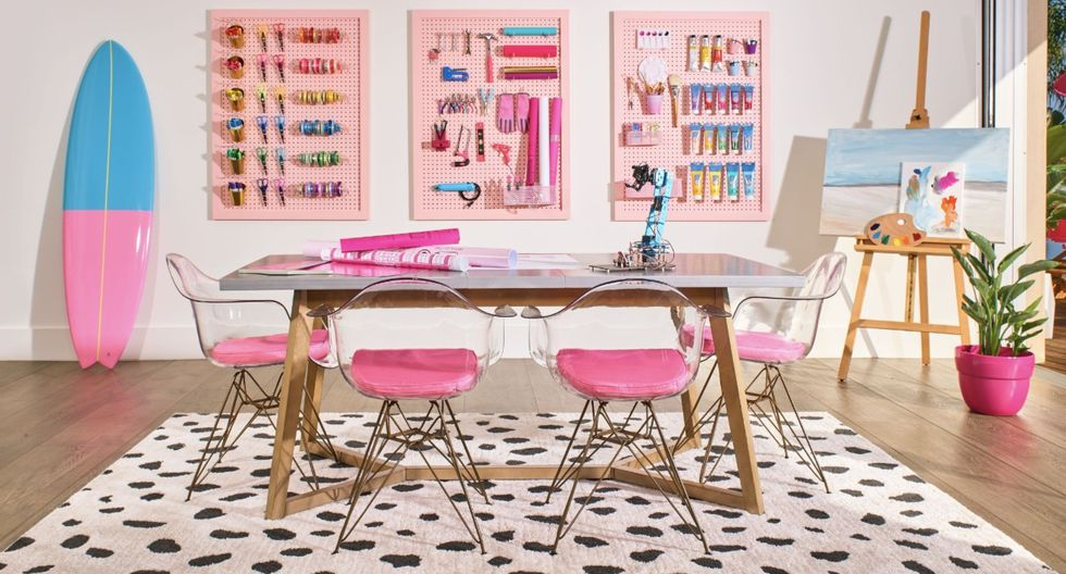 Barbie abre las puertas de su mansión Dreamhouse en Malibú por primera vez.(Foto: Airbnb)