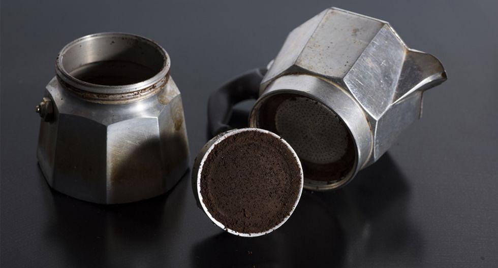 Para limpiar al cafetera, la fórmula está en echar una taza de azúcar en el interior, frotar por toda la superficie y dejar reposar por 5 minutos. (Foto: Shutterstock)