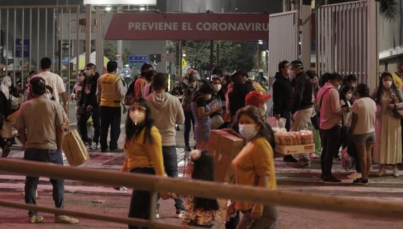 La medida busca prevenir contagios de COVID-19. Fotos: Renzo Salazar / @photo.gec
