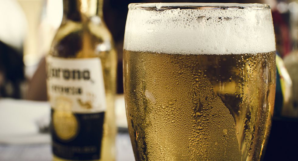 La marca de cerveza no tiene nada que ver con el virus, aunque algunos así lo piensan (Pexels)
