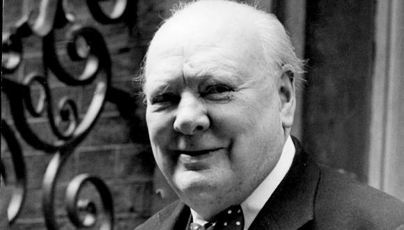 Descubren ensayo de Churchill sobre vida extraterrestre