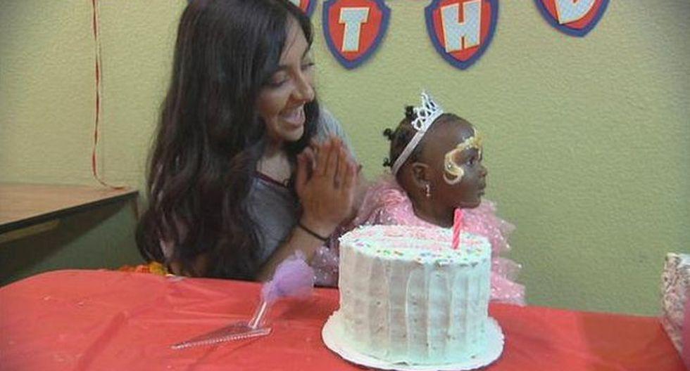 Tanvi Barman organiza celebraciones de cumpleaños a niños sin hogar. (Foto: CBS, vía BBC Mundo).