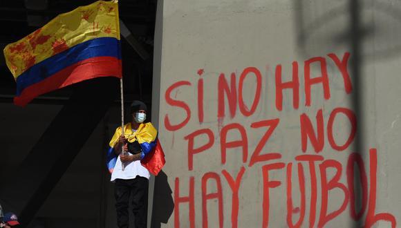 La crisis social en Colombia no le permitió ser la sede de la Copa América 2021. Incluso desencadenó protestas en contra del torneo. (Foto: Daniel Munoz/ AFP)