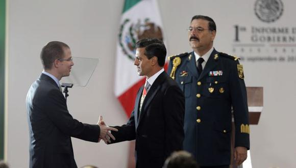 Ricardo Anaya junto al presidente de México, Enrique Peña Nieto, en la residencia presidencial en Los Pinos en el 2013. (Foto: AP)