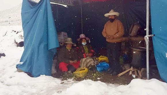 Cusco: Comuneros de Chumbivilcas permanecen apostados por inmediaciones de la mina Constancia en protesta contra la empresa minera Hudbay, pese a las lluvias, granizo y nevada. (Foto Difusión)