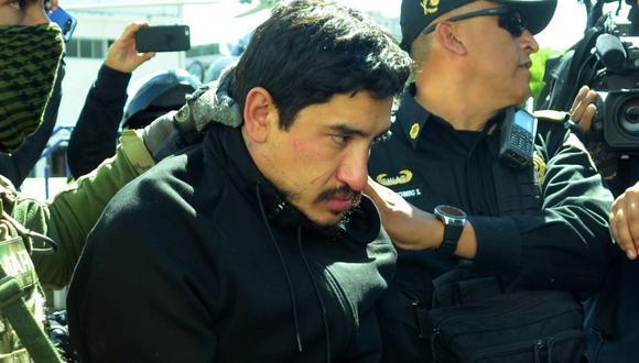 Óscar Andrés Flores, alias el Lunares, es conducido a un vehículo blindado tras ser detenido (Foto: EFE/ Mario Guzmán)