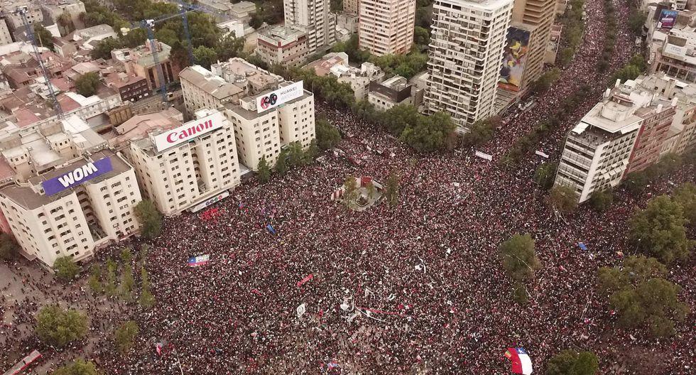 """"""" Los protestantes marchan día tras día, con firmeza y resistencia, con una demanda clara: """"más justicia"""" """"."""