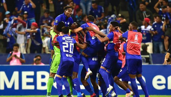Emelec se agigantó ante sus aficionados y doblegó por 2-0 al favorito Flamengo en la ida de los octavos de final de la  Copa Libertadores 2019. (Foto: AFP)