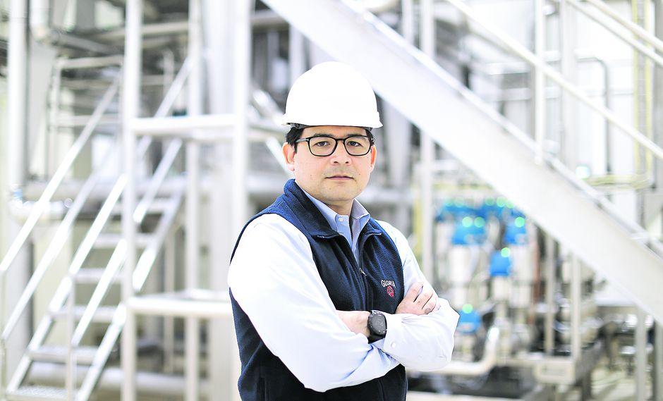 Claudio Rodríguez cuenta que en la planta de Huachipa se producen 3,5 mlls. de latas de leche al día. En total, sumando la producción de su planta en Arequipa, alcanzan los 4 millones de latas diarias (Foto: Alessandro Currarino)