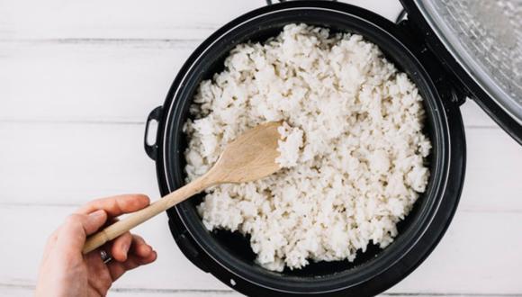 Lavar el arroz muchas veces es uno de los errores más comunes (Foto: Freepik)