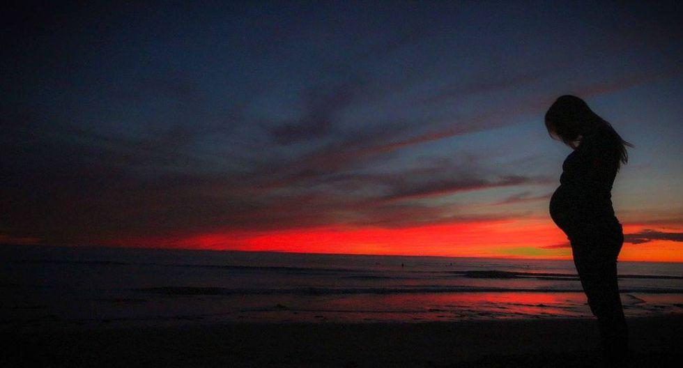 Embarazada realiza sesión fotográfica en la playa y se lleva una gran sorpresa. (Foto: Pixabay)