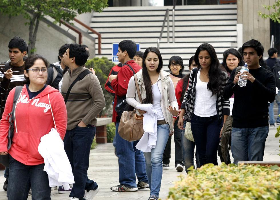 Los millennials son la generación que más busca o postula a un trabajo. (Foto: Andina)