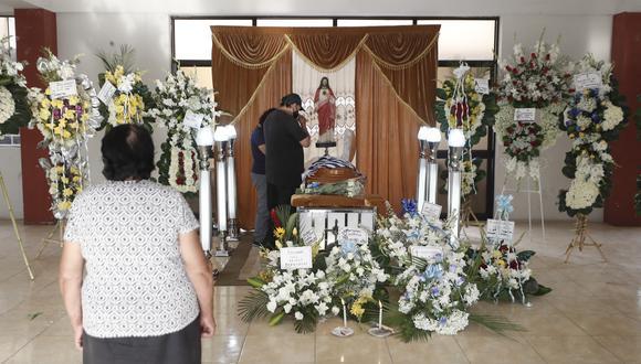 Javier Rojas Gonzales, cambista y profesor de educación física fue baleado cuando salía de su domicilio en Chaclacayo. El hombre de 63 años fue velado en el local comunal de Morón y enterrado en el Cementerio de Chaclacayo. (Foto: César Campos/ GEC)