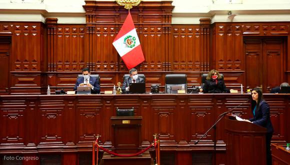 Ministra María Antonieta Alva responde ante el Congreso por interpelación.