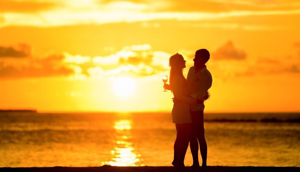 Esta pareja de novios quería disfrutar de su amor a orillas del mar. (Foto: Pixabay)