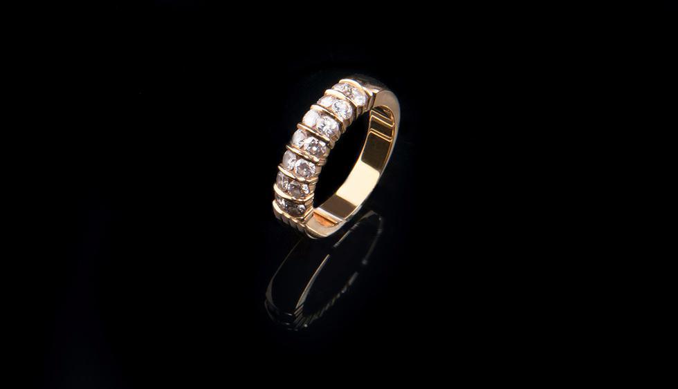 Turista se traga un anillo de diamantes de 40.000 dólares robado de una joyería. (Pixabay)