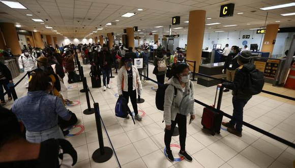 Los vuelos hacia destinos internacionales pueden retomarse con una frecuencia diaria, dijo el presidente de Canatur. (Foto: Jesús Saucedo / GEC)