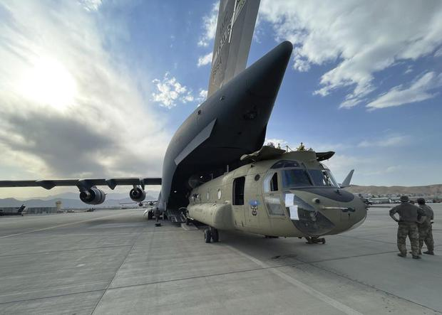 A CH-47 belonging to the 82nd Air Force, 82nd Air Division was loaded into the C-17 Globemaster III on August 8, 2021 at Hamid Karzai International Airport in Chinook Kabul.  Security via AP).