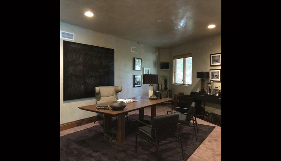En el área de trabajo destaca el cemento pulido de las paredes. El espacio luce sobrio y elegante. (Foto: Difusión)