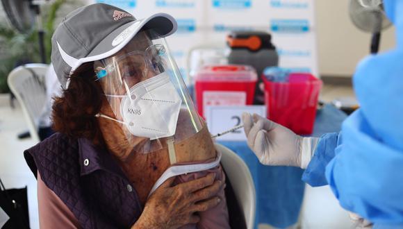 El proceso de vacunación sigue avanzando en toda la capital. (Foto: Hugo Curotto / @photo.gec)