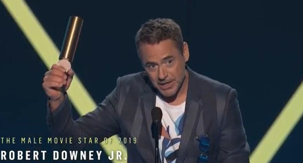 People's Choice Awards. Robert Downey Jr., al recibir el premio Estrella de cine masculina 2019. Foto: E! Entertainment.