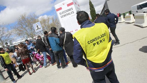 Se tiene previsto instalar 3.440 mesas de votación en 224 locales. (Foto: EFE / Víctor Lerena)