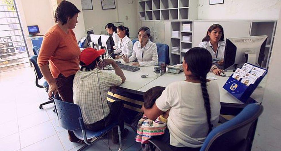 Solo tres de cada diez adultos a nivel nacional tienen acceso al crédito. (Foto: Archivo El Comercio)